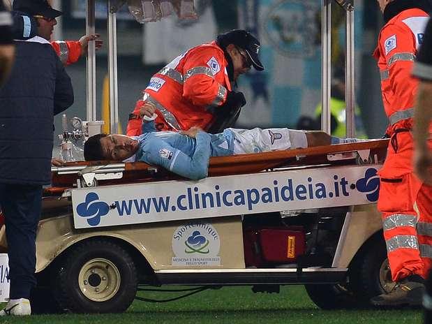 Hernanes deixa duelo entre Lazio e Juventus após sofrer acidente feio Foto:  / AFP