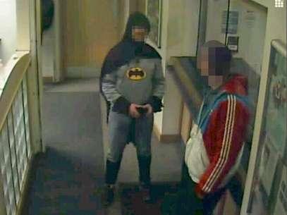 O homem entregou o criminoso às autoridades antes de desaparecer Foto: West Yorkshire Police / Reuters