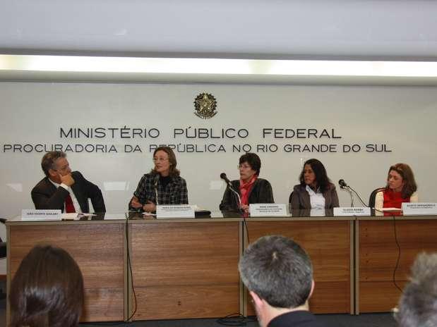 João Vicente, filho de Jango, ao lado de Maria do Rosário eRosa Cardoso Foto: Ascom PR-RS / Divulgação