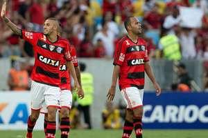 Paulinho deu o empate ao Flamengo com um golaço de fora da área Foto: Mauro Pimentel / Terra