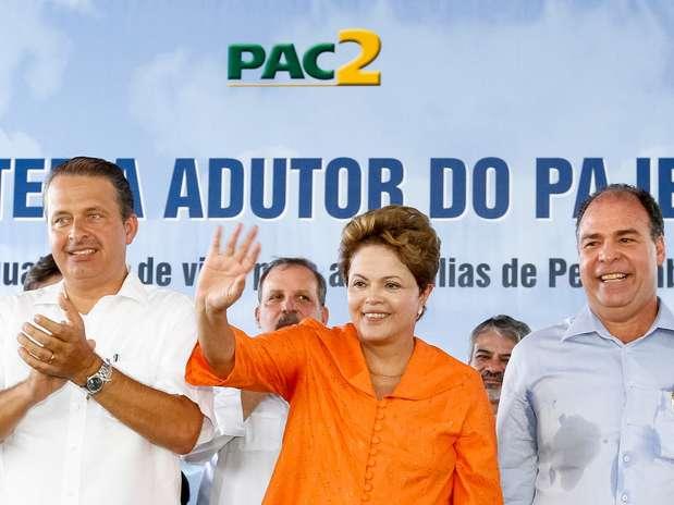 Eduardo Campos (esq.) participou de evento ao lado de Dilma em Pernambuco Foto: Roberto Stuckert Filho / Presidência da República