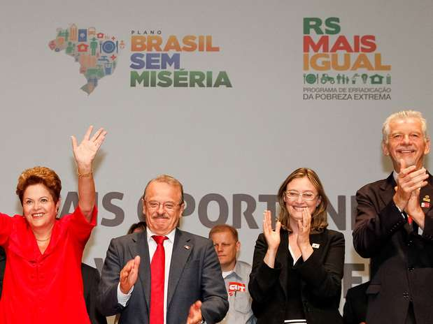 A presidente Dilma acena ao lado de Tarso Genro, Maria do Rosrio e Jos Fortunati em Porto Alegre Foto: Roberto Stuckert Filho / PR / Divulgao