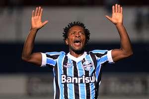 Zé Roberto só volta ao Grêmio na estreia no Campeonato Brasileiro Foto: Edu Andrade/Fato Press / Gazeta Press