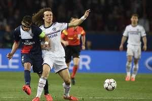 Zagueiros titulares da Seleção Brasileira, Thiago Silva e David Luiz tiveram atuação complicada em Paris Foto: AFP
