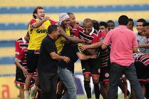 Equipe alagoana do Santa Rita conseguiu surpreender o Guarani no início do jogo e virou a primeira zebra da Copa do Brasil Foto: Rodrigo Villalba / Futura Press