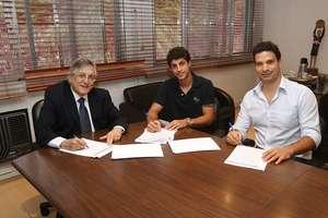 Hudson assina com o São Paulo Foto: Facebook / Reprodução