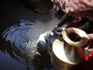 Dois terços da população mundial podem sofrer com falta de água potável até 2025, segundo a Unesco Foto: AP