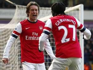 Destaque, Rosicky comemora gol do Arsenal com Gervinho Foto: Reuters