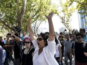 Manifestantes ocupam o parque durante o evento de reabertura Foto: AP