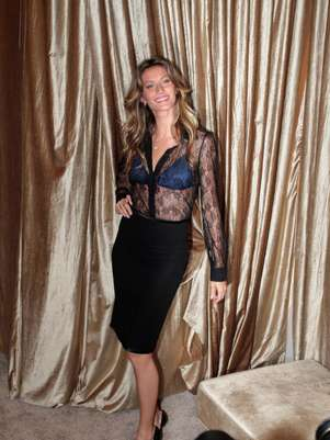 Gisele Bndchen escolheu o look transparente para a inaugurao da flagship store da HOPE  Foto: Orlando Oliveira / AgNews