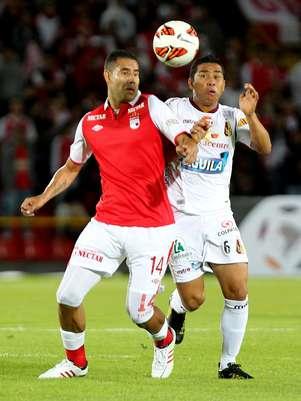 No Estádio El Campín, em Bogotá, Santa Fé e Tolima ficaram no 1 a 1 Foto: EFE