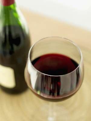 Pesquisa americana encontrou substância do vinho tinto que pode prevenir a surdez Foto: Getty Images