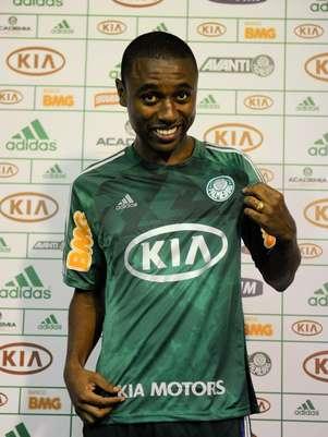 André Luiz é o primeiro zagueiro contratado pelo Palmeiras para 2013 Foto: Fernando Dantas / Gazeta Press