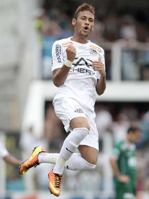 Neymar comemora gol marcado por André Foto: Miguel Schinchariol / Agência Lance