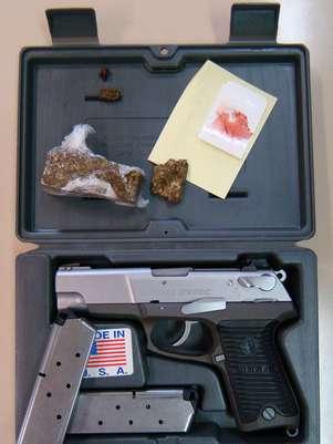 Policiais encontraram uma pistola .45 na casa do suspeito, que foi preso em na BR-050 no domingo Foto: Divulgação