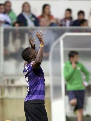 Jackson Martínez marcou duas vezes e ajudou Porto a se manter à caça do Benfica em briga de líderes invictos Foto: EFE