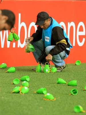 Caxirola tem causado polêmica entre os organizadores da Copa Foto: Edson Ruiz / Gazeta Press