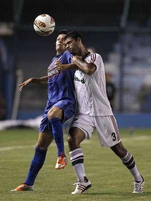 Emelec e Fluminense fizeram um 1º tempo intenso em Guayaquil Foto: AP