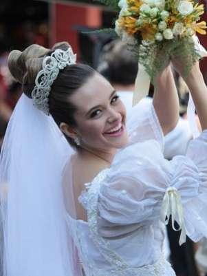 Juliana Paiva gravou vestida de noiva Foto: TV Globo / Divulgação