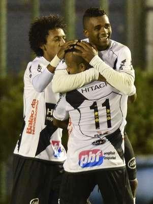 Cicinho chega para ser o titular da lateral-direita do Santos Foto: Juliana Flister/Agência i7 / Futura Press