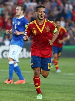 Brasileiro naturalizado espanhol, Thiago Alcântara brilhou na decisão do Europeu Sub-21 Foto: Getty Images