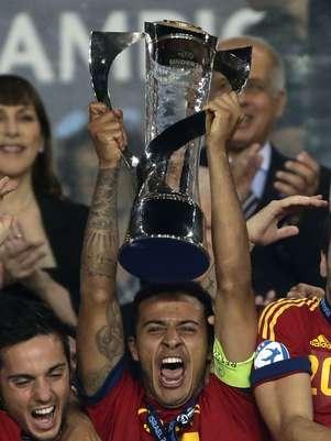 Meio-campista chamou atenção com seleção Sub-21 da Espanha, e foi contratado a pedido de técnico Pep Guardiola Foto: AP