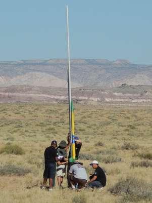 Os estudantes precisaram projetar e lançar um foguete com precisão Foto: Divulgação