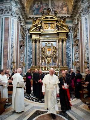 Papa deve defender que Igreja deixe a sacristia e vá para a rua, ao encontro dos mais pobres Foto: AP