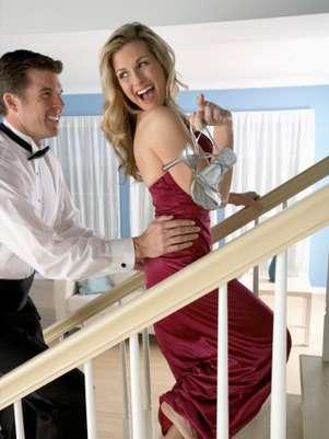 Para quem é criativo, até mesmo a escada pode servir de cenário para o momento de intimidade Foto: Getty Images
