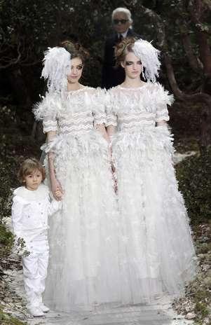 EstilistaKarl Lagerfeld teria usado a passarela da semana de moda como forma de protesto em favor da causa gay Foto:  / AP