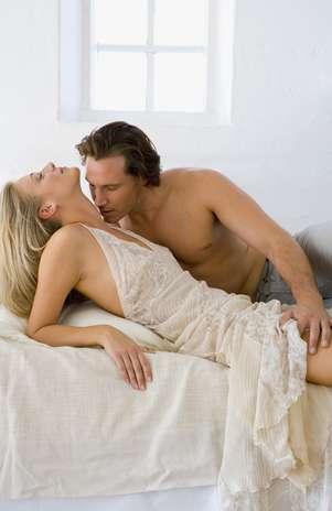 Tornar as preliminares parte do sexo pode deixar a experiência ainda mais agradável para ambos Foto:  / Getty Images