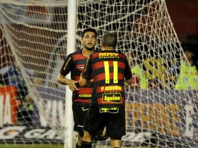 Atacante também tem passagem pelo Sport, mas não conseguiu se estabilizar no Inter Foto: Aldo Carneiro Costa / Gazeta Press