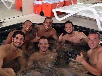 Com companheiros do Corinthians, Pato aproveita momento de relaxamento após treino Foto: Instagram / Reprodução