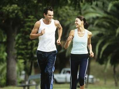 Quem quer perder peso pode começar com 35 minutos alternando entre corrida e caminhada Foto: Getty Images