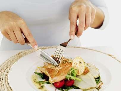 Quem almoça depois das 15h emagrece 30% a menos  Foto: Getty Images