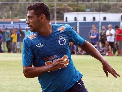Após longa espera pela documentação, Diego Souza fará sua estreia pelo Cruzeiro Foto: Getty Images