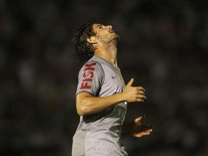 Pato foi participativo, mas saiu em branco contra o Botafogo Foto: Eduardo Viana / Agência Lance