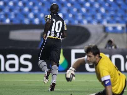 Seedorf marcou no 1º tempo e recolocou o Botafogo no jogo Foto: Luciano Belford / Futura Press
