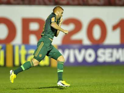 Souza marcou no segundo tempo e livrou o Palmeiras de derrota contra o Mogi Foto: Hélio Suenaga / Gazeta Press