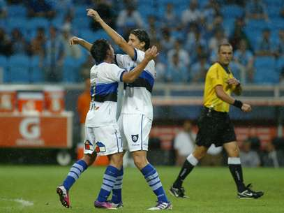 Jogadores do Huachipato comemoram gol na Arena do Grêmio Foto: EFE