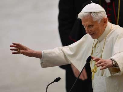 O papa Bento XVI saúda os participantes emaudiência Foto: AFP