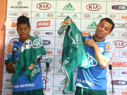 Leandro e Léo Gago foram apresentados pelo Palmeiras Foto: Reginaldo Castro / Agência Lance