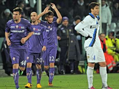 Atuando em casa, a Fiorentina arrasou a Inter de Milão e saiu de campo com uma vitória por 4 a 1 Foto: EFE