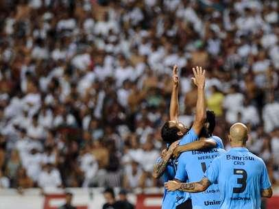 Barcos participou dos três gols do Grêmio e desequilibrou no Engenhão Foto: Mauro Pimentel / Terra