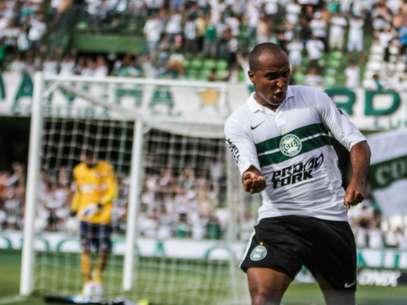 Deivid fez um dos gols do Coritiba no clássico paranaense Foto: Joka Madruga / Futura Press