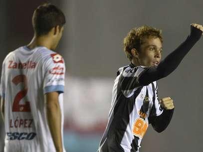 Bernard fez três dos cinco gols do Atlético-MG nesta terça-feira Foto: AFP