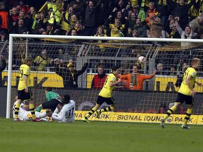 Lewandowski marcou duas vezes contra o Hannover Foto: AP