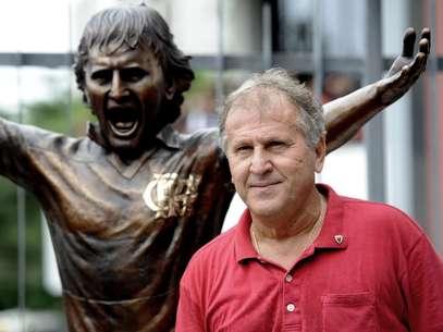 No último sábado, Zico inaugurou uma estátua em tamanho real na Gávea Foto: Daniel Ramalho / Terra