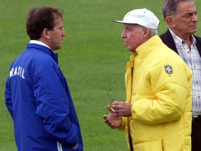 Na Copa de 1998, Zico fez parte da comissão técnica da Seleção Brasileira treinada por Zagallo Foto: AFP