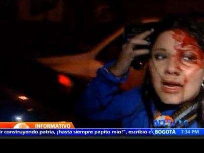 Repórter apareceu ensaguentada no ar procurando por policiais Foto: Terra Espanha / Reprodução
